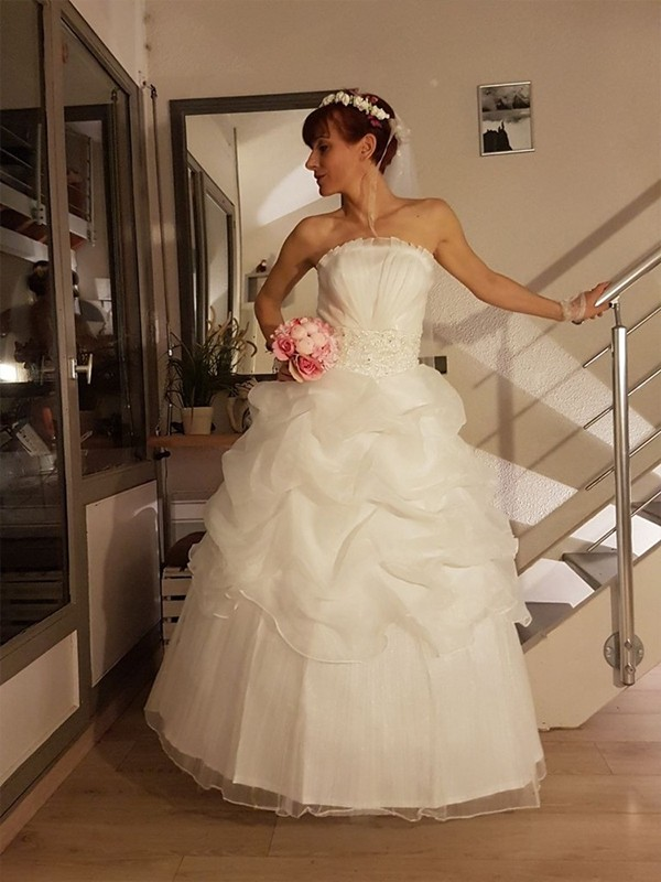 Ivory Tulle Strapless Ball Gown Floor-Length Wedding Dresses