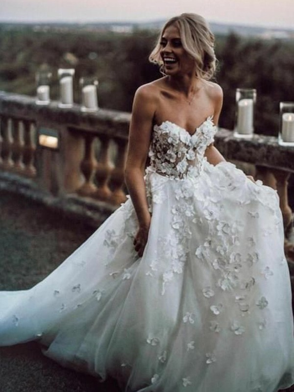 White Tulle Sweetheart A-Line/Princess Court Train Wedding Dresses