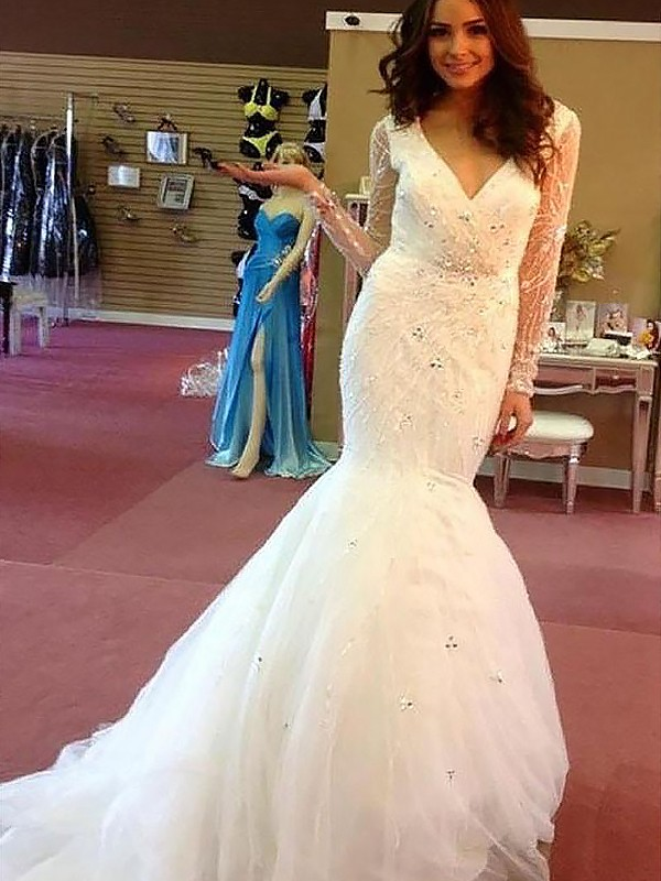 Ivory Tulle V-neck Trumpet/Mermaid Court Train Wedding Dresses